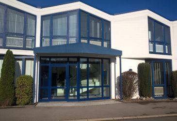 Gewerbeimmobilie in Iserlohn mit sehr guter EDV-Infrastruktur. Das Anwesen verfügt über eine Hausmeister-Wohnung mit separatem Eingang.