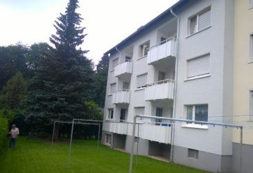 Diese Mehrfamilien-Wohnhaus gehört einer Wohnungseigentümergemeinschaft in Hemer. Es hat 6 Wohnungen mit Balkone und eine Wohnung im Dachgeschoß ohne Balkon. Wir sollten die Wohnung verkaufen.